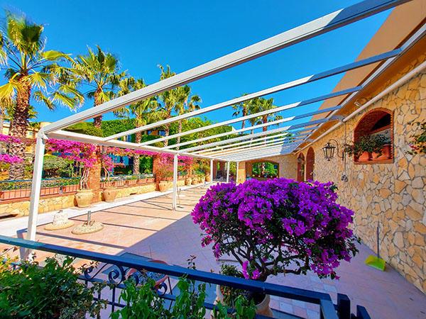 https://www.hotelcaesarpalacenaxos.it/wp-content/uploads/2020/06/SalaRistoranteGermano.jpg